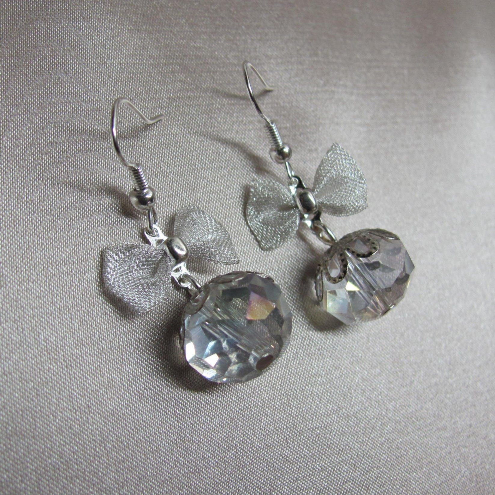 Bow And Crystal Earrings (item No 3971)